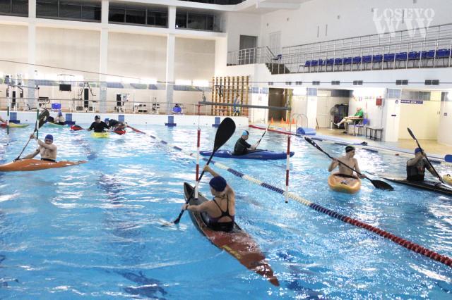 Тренировки в бассейне по каякингу, январь 2021.