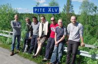 ШВЕЦИЯ, Piteälven (Trollforsarna), 2012. Групповой снимок на авто-железнодорожном мосту через р. Piteälven